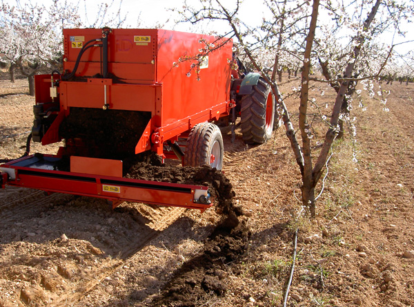 maquinaria-agricola-localizarores-estiercol-esparcidor-17