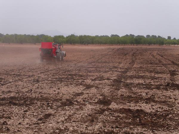 maquinaria-agricola-localizarores-estiercol-esparcidor-21
