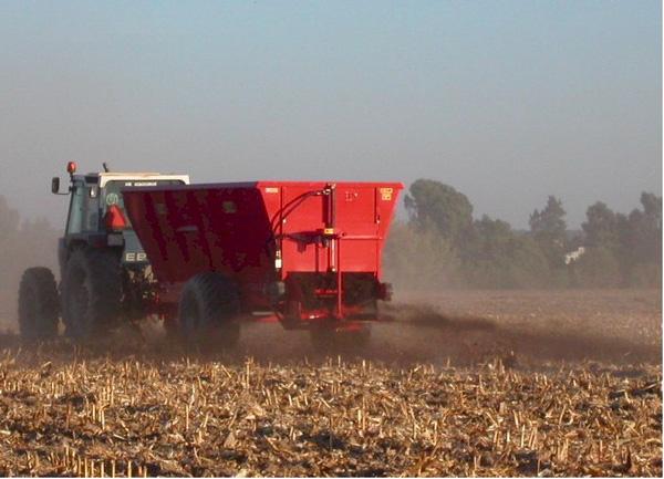 maquinaria-agricola-localizarores-estiercol-esparcidor-22