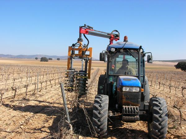maquinaria-agricola-prepodadoras-viña-en-espaldera-18