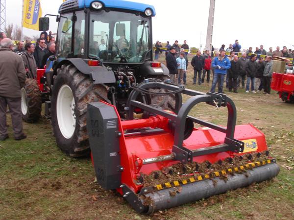maquinaria-agricola-trituradora-desbrozadora-reforzada-14