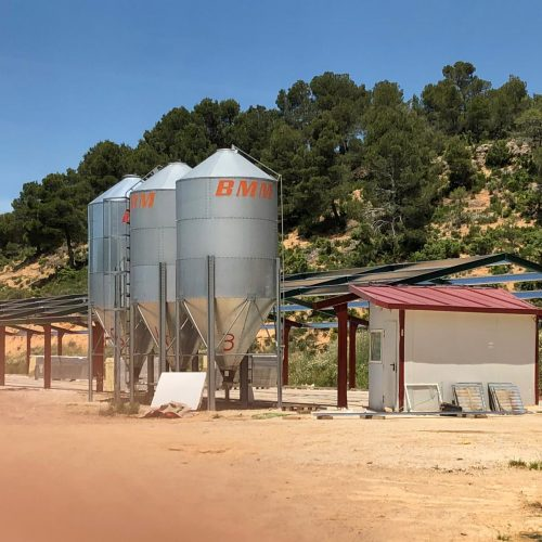 Naves de pollos en Torre de Arcas (Teruel)