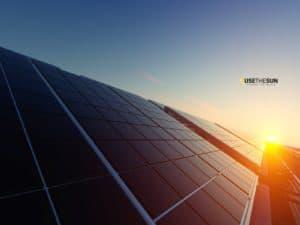 Placas solares en construcción de nave avícola